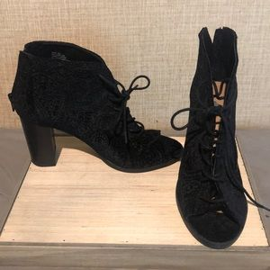 Report Black, ankle high lace up heels. 8 1/2 W.